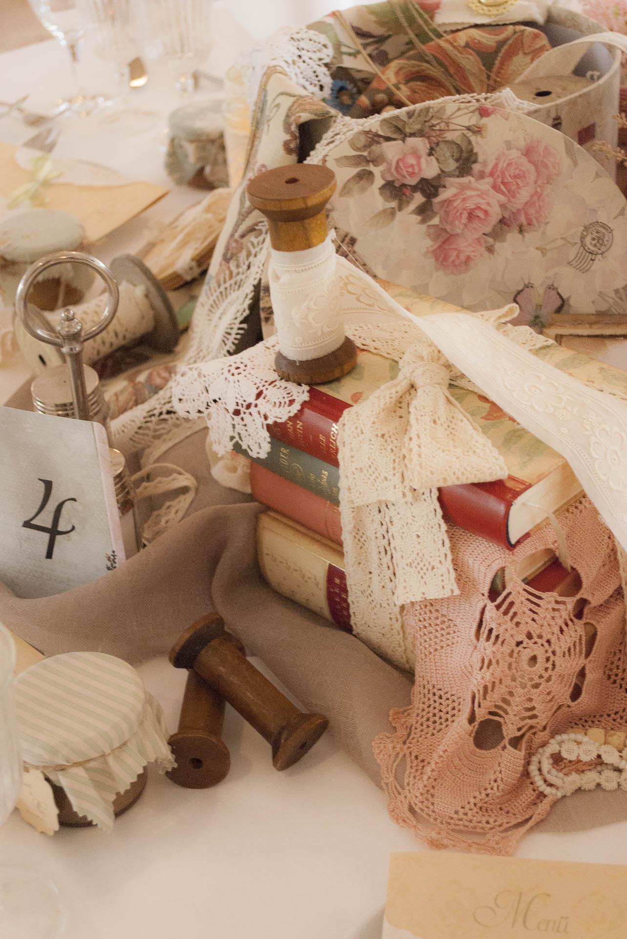 Außergewöhnlich Blickfang Alte Zeiten Dekoration Von Sammelobjekte Wie Uhren, Schmuck, Porzellan, Bücher, Gar